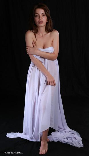 Karina et le voile blanc
