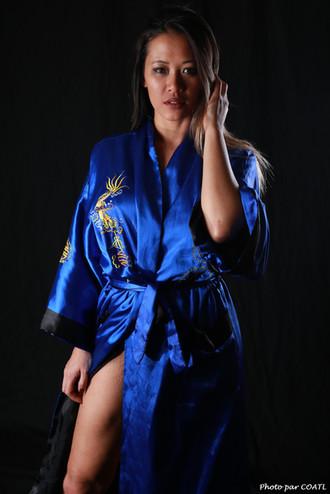 Linh Say en kimono vietnamien