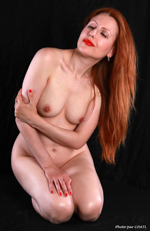 Nicole May, nue