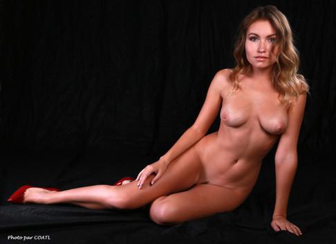 Nicole Ross, juste sublime nu
