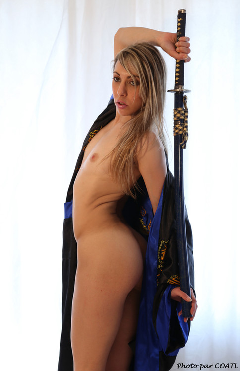Kaylia prête à dégainer son katana