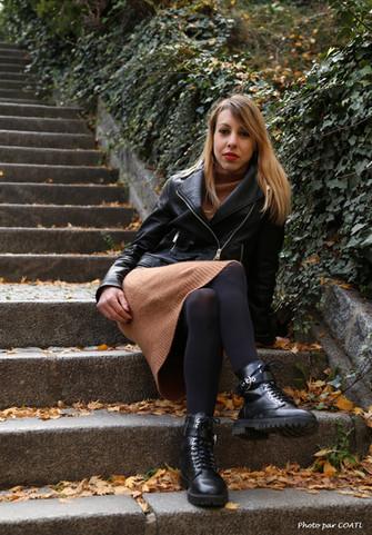 Kaylia à l'escalier