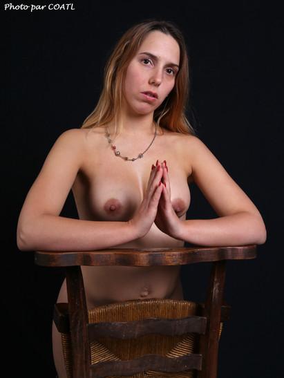 Syrène au prie-dieu