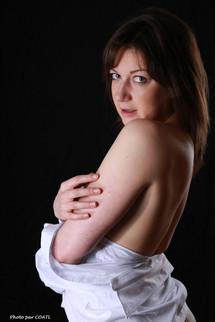 ElaineBlue de blanc vêtue