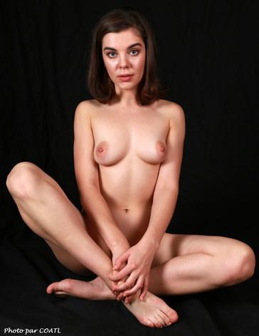 Dakota nue