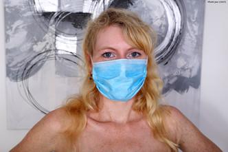 Jennifer Schmidt masquée