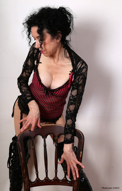 Azylise et la chaise