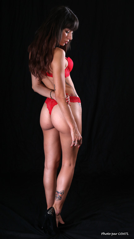 Hanna Mosley, en rouge