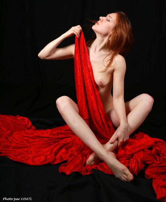 Radmila sur rouge