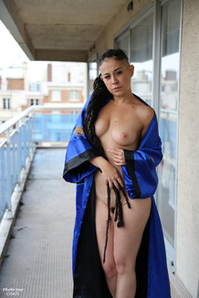 Valentina sur balcon