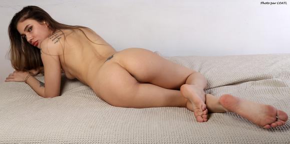 Yana sur canapé