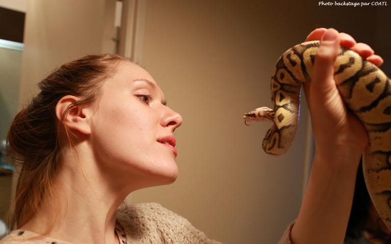 Radmila en backstage avec serpents