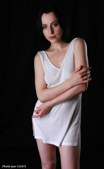 Quinn Linden en blanc