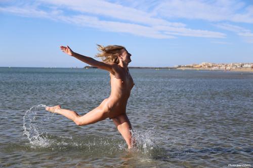 Ivi à la plage