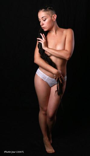 Valentina en petite culotte blanche