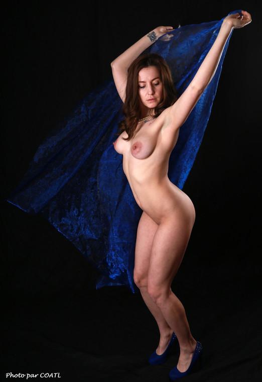 Gabriela en bleu de travail artistique