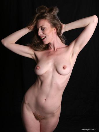 Sloane nue