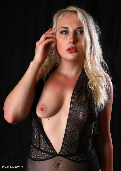 PoeticMinx, lingerie noire