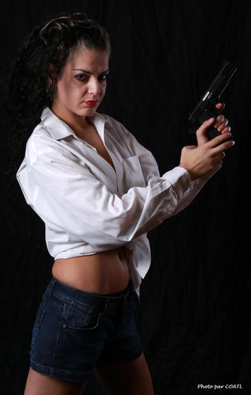 Shérazade Maure au revolver