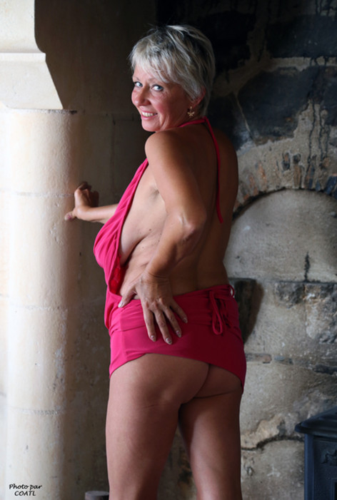 Elena à la cheminée