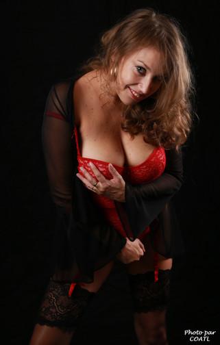 Kristyna en rouge et noir