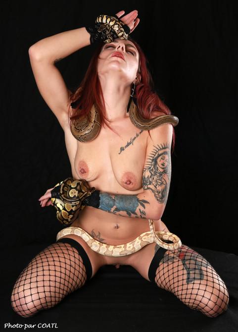 Cynthia, maîtresse des serpents