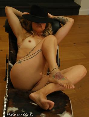 Marie au chapeau