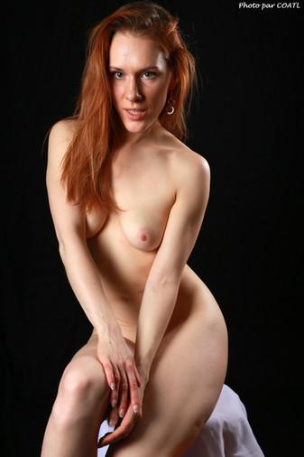 Radmila sur blanc