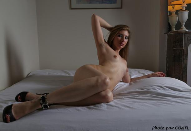 Vanessa au lit 6