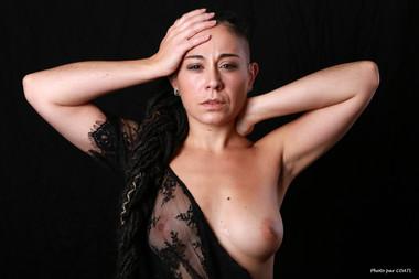 Valentina en lingerie noire