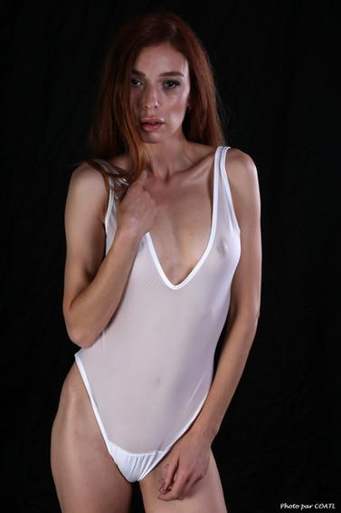 Carlotta Kah en blanc
