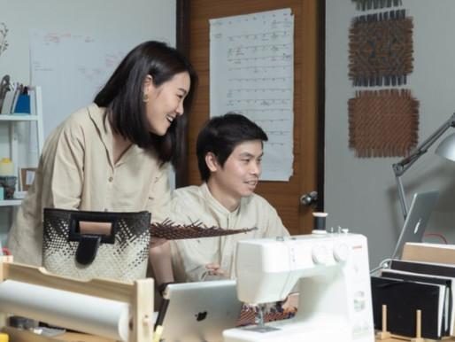 คู่รักที่ใช้หัวใจพลิกฟื้นงานสานในตรัง จนกลายเป็นงานคราฟต์ที่ได้อยู่บนตึกสูงสุดของไทย / Marketeer