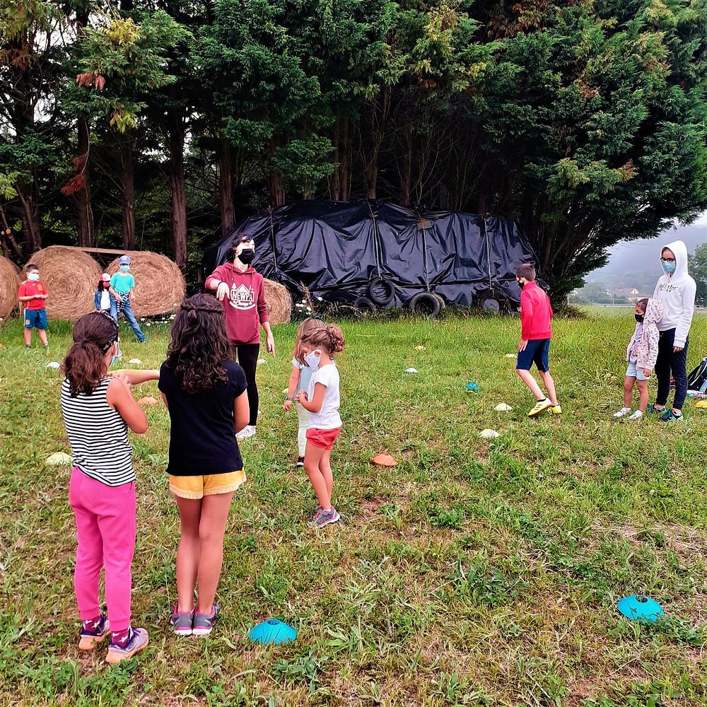 Juegos y talleres en zonas verdes