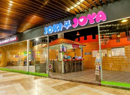Joki Joya в Питерлэнде Огромная игровая площадка для детей, а также дешевый ресторан для родителей.