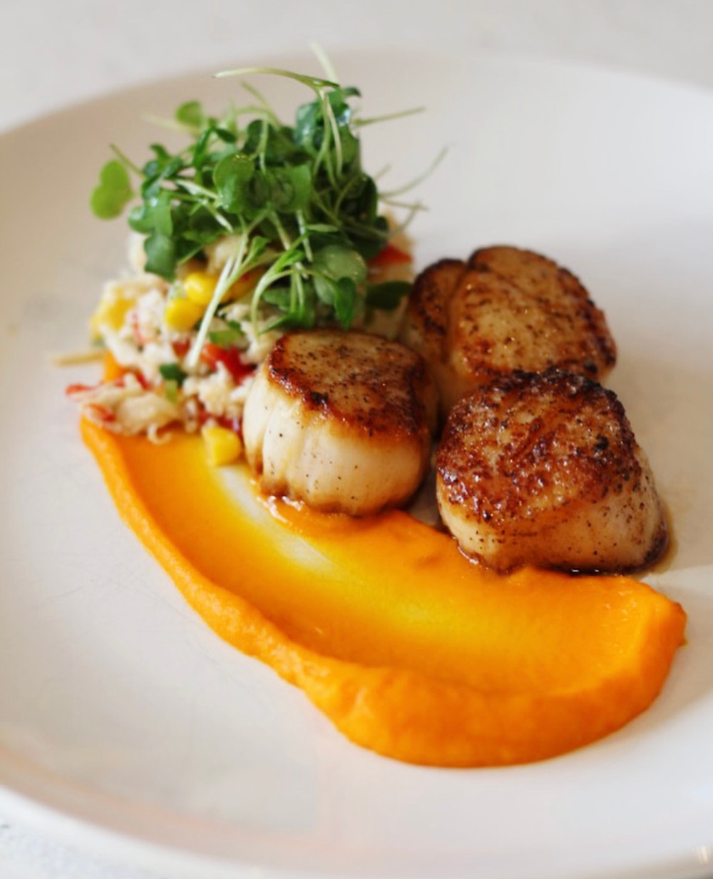 Seared scallops with corn and crab salad