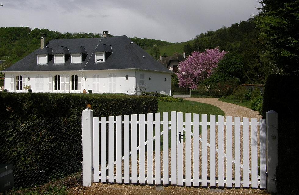 house-2681206_1920-min_edited.jpg