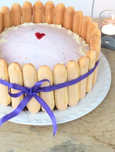 Himbeer-Sahne-Geburtstagstort mit Löffelbiskuit