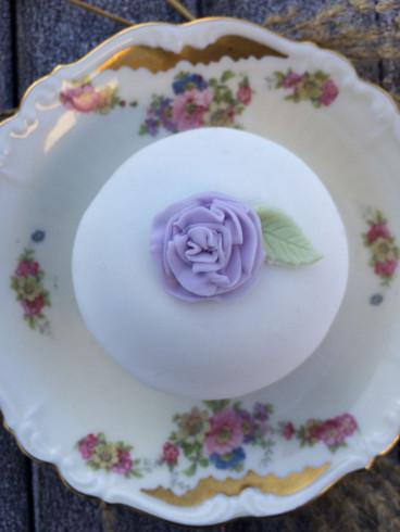 Vanille Cupcake mit  Nelke