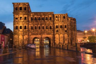 Trier Porta Negra night1920.jpg