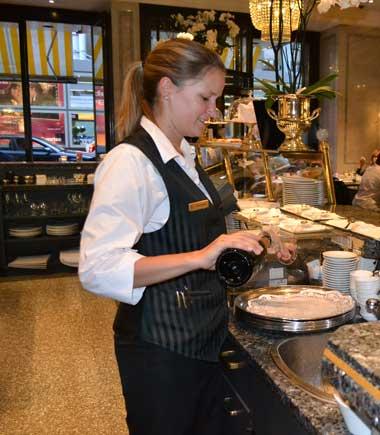 waitress_0206