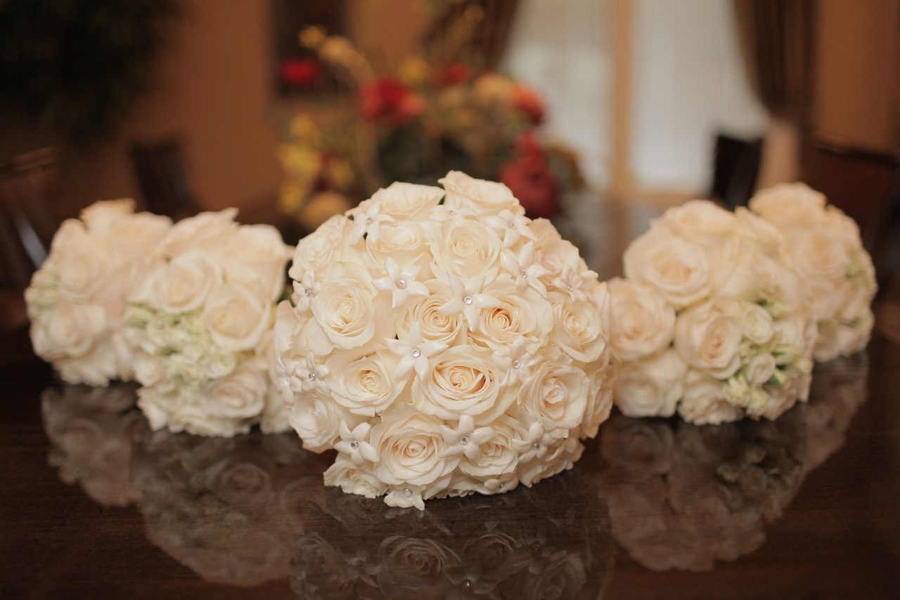Romantic White Wedding Bouquets