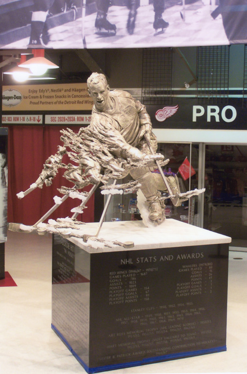 Gordie Howe Statue