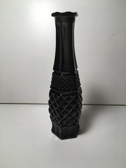 Simple vase with diamond design on bottom
