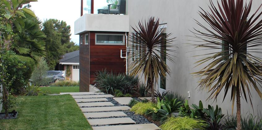 Exterior_Side_Landscape2_IMG_8630.jpg