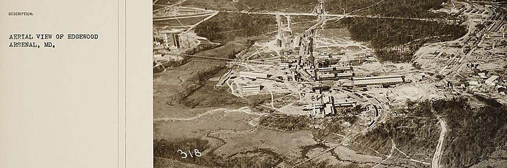Documento antigo, amarelado, com uma foto aérea de Edgewood Arsenal em 1918.