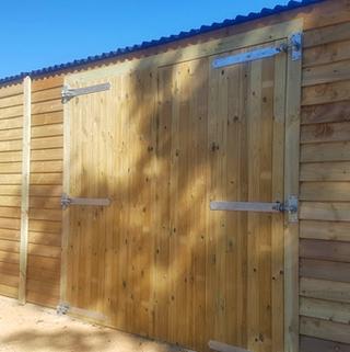 large barn garage_twin double doors.png
