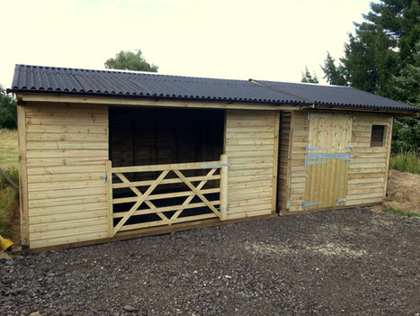 Field Shelter With Timber Gates