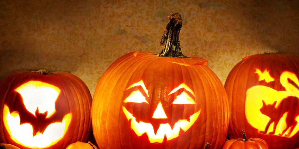 Kürbisschnitzen und Herbstgebäck