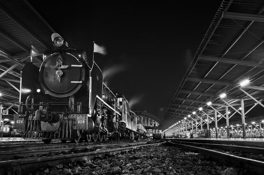 The Hualumphong Train Station before dawn