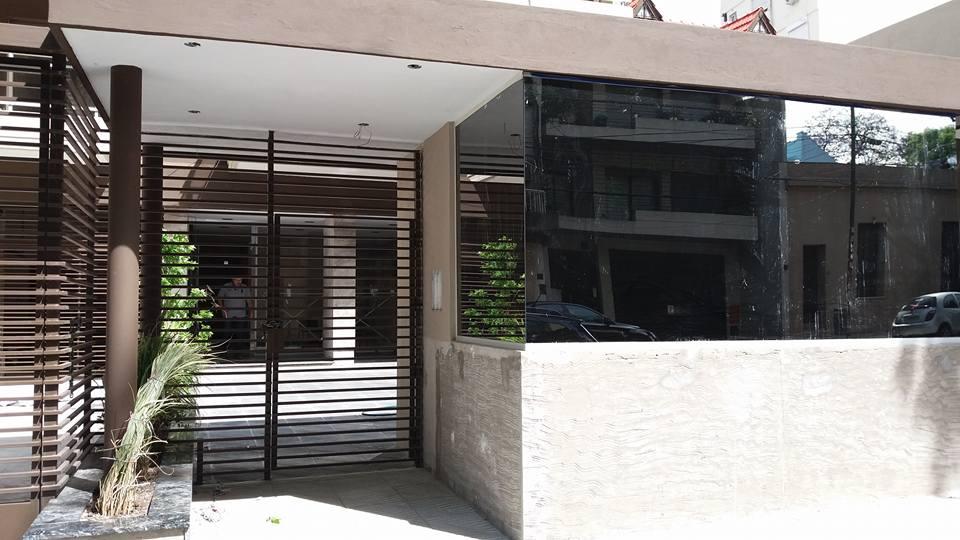FRENTE DE REJA DE EDIFICIO